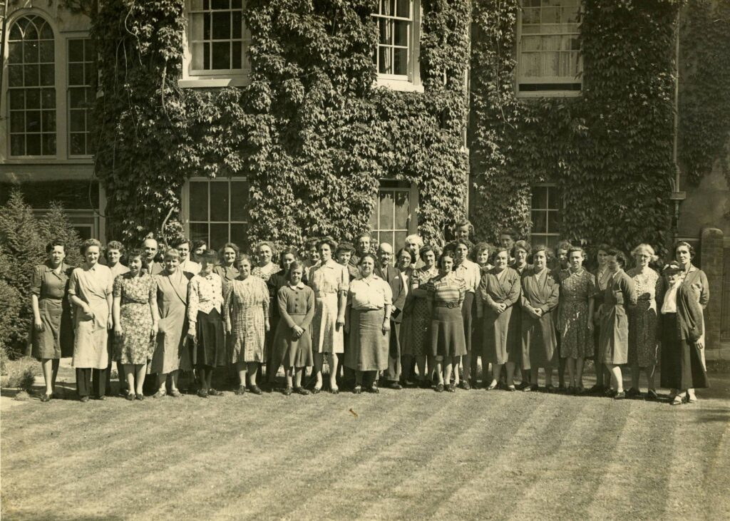 SW 5 Factory Staff in 1944